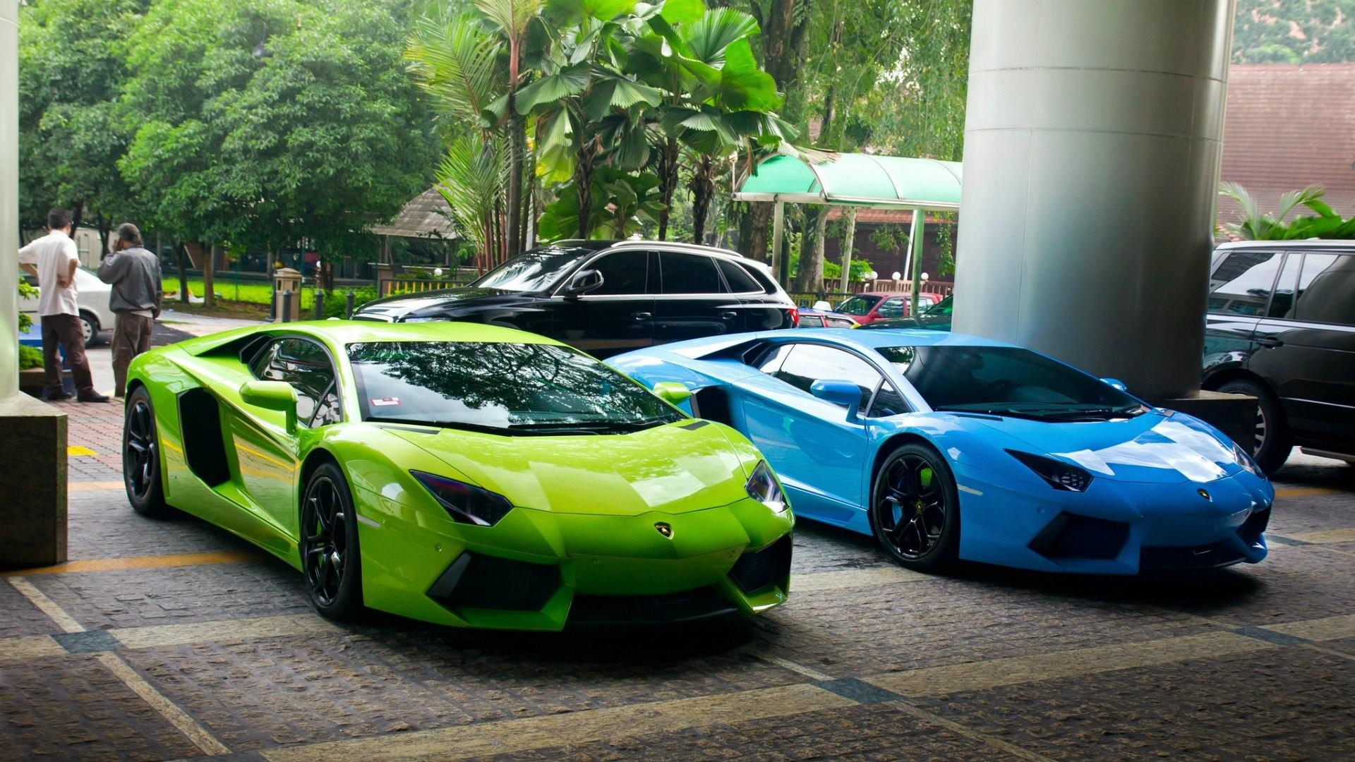 зеленый спортивный автомобиль без смс